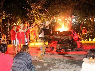 來吉鄒族部落充滿力與美的營火晚會。圖/綠生活提供