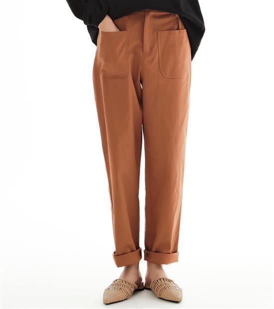 plain-me與陳艾琳聯名系列彈性棉質口袋長褲1,680元。圖/plain-m...