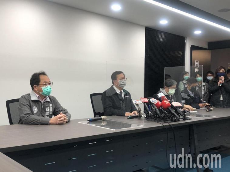 桃園市長鄭文燦表示,全市防疫等級拉高,但會冷靜面對,比中央要求的多一點。記者曾健...