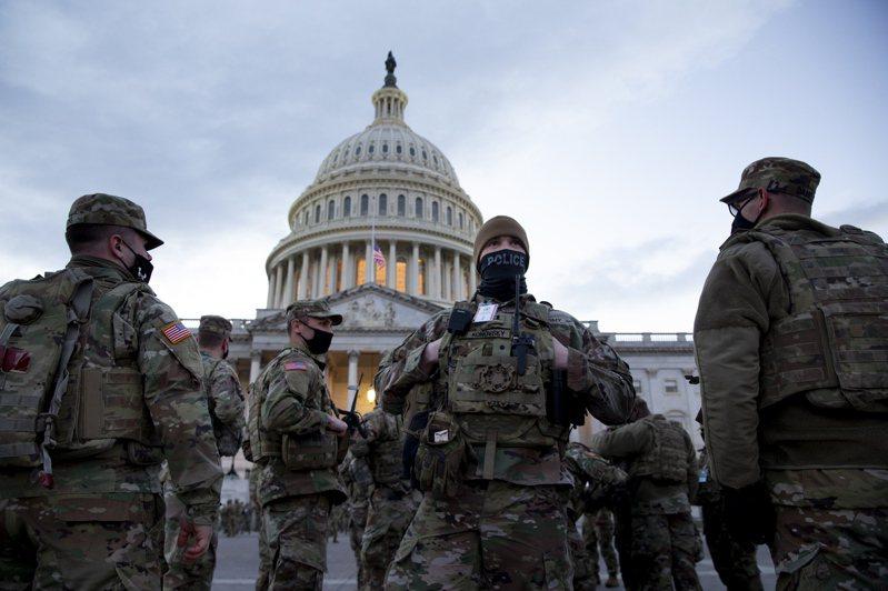 美國國防部官員擔心就職典禮遭到內部攻擊,FBI已對進駐華府的2萬5000名國民兵進行身家背景調查。歐新社