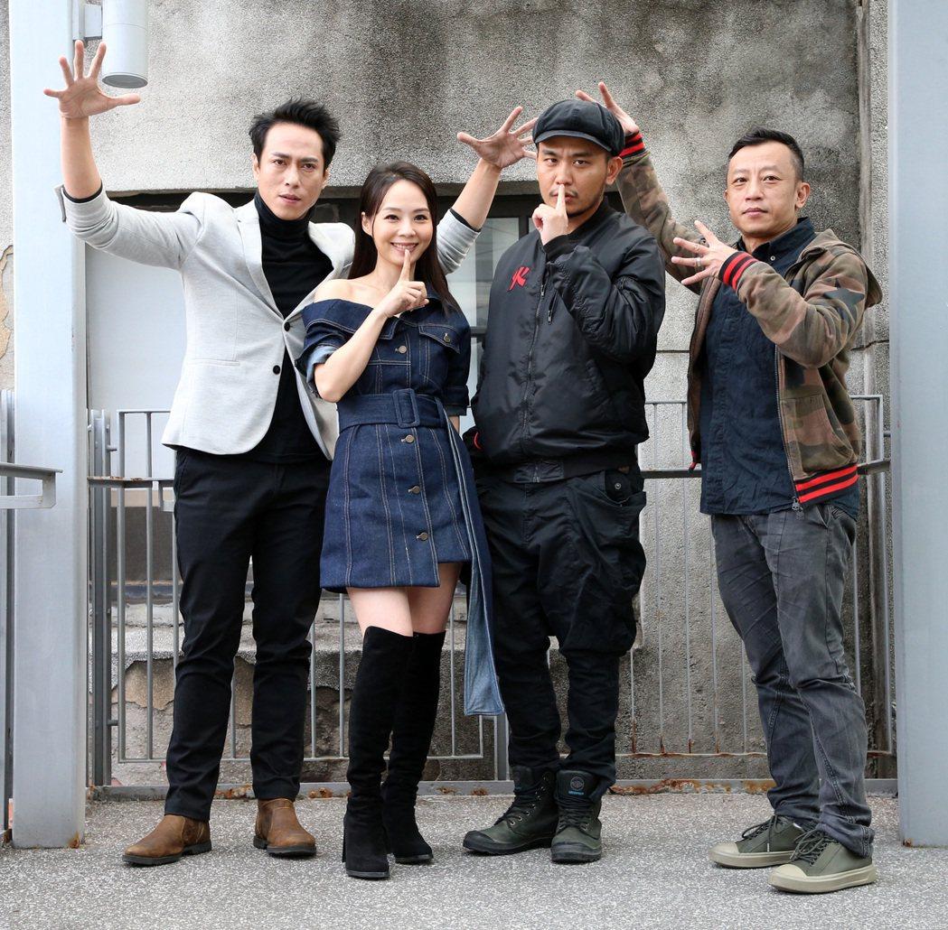 莊凱勛(左起)、孫淑媚、楊大正、導演楊雅喆出席「天橋上的魔術師」特映會。記者胡經