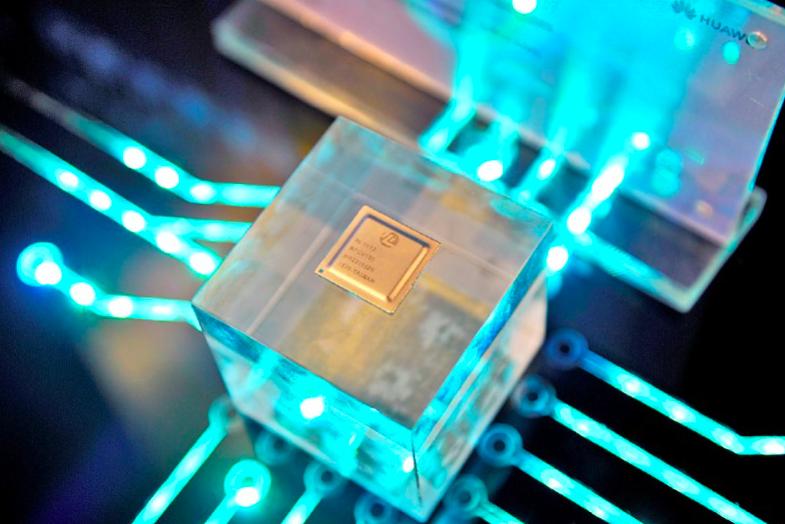 去年為大陸半導體市場創下史上投資額最多的一年,規模超過人民幣1,400億元(約新台幣6,160億元),相比2019年成長近四倍。圖為華為旗下海思晶片。路透。