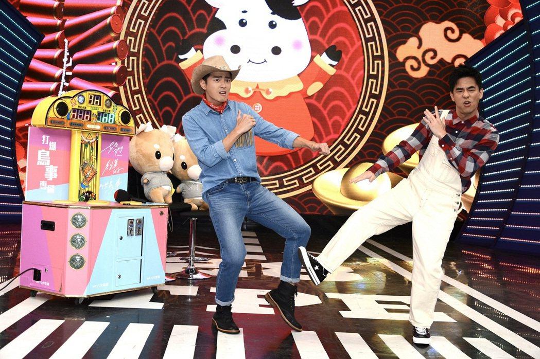 宥勝(左)和柯有倫宣傳新戲「她們創業的那些鳥事」。圖/八大提供