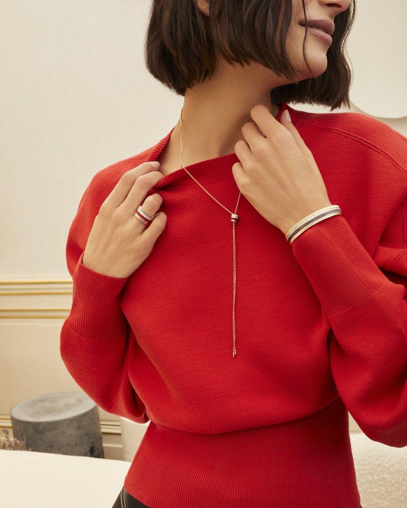 Quatre系列以指環、項鍊的形式,透過貴金屬與鑽石的混搭,展現自由的多重可能。圖 / Boucheron提供。