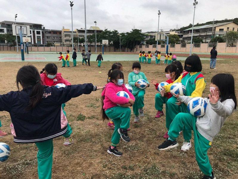胎中市政府運動局與中華足球聯盟合作,共同推動「2020社區足球深耕計畫 幼童足球指導員前進校園計畫。圖/中華足球聯盟提供提供