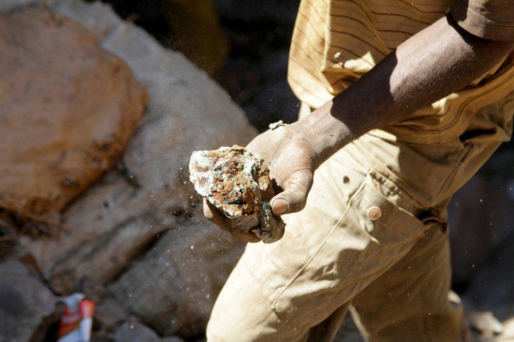 LME市場當前時段多為亞洲盤交易,六種基本金屬期貨除了鉛以外全部下挫,其中以鎳期...