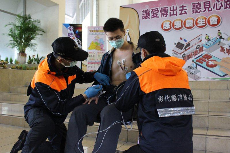 彰化所有救護車全面配置心電圖機,即時分析爭取黃金時間,避免心臟肌肉持續惡化。記者林敬家/攝影