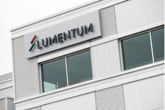 美國光學元件製造商Lumentum宣布,將以價值57億美元的現金和股票收購美國雷...
