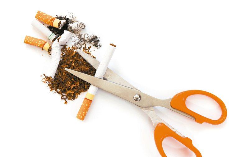 戒菸可防心肌梗塞、腦中風。圖/123RF