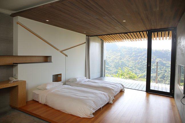 新完工的迎山旅宿,風格融入灶寮意念,陽台有機會看見雲海。記者陳睿中/攝影
