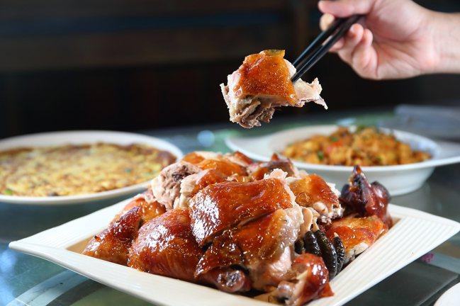 黃金桶烤雞,每份600元。記者陳睿中/攝影