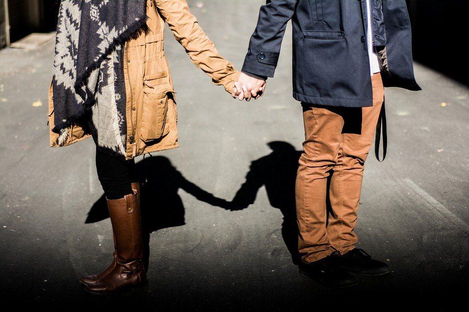 很多婚姻本身並不恐怖或醜陋,但卻難以令人滿足心動或洋溢著愛,讓人不禁自問:『我真...