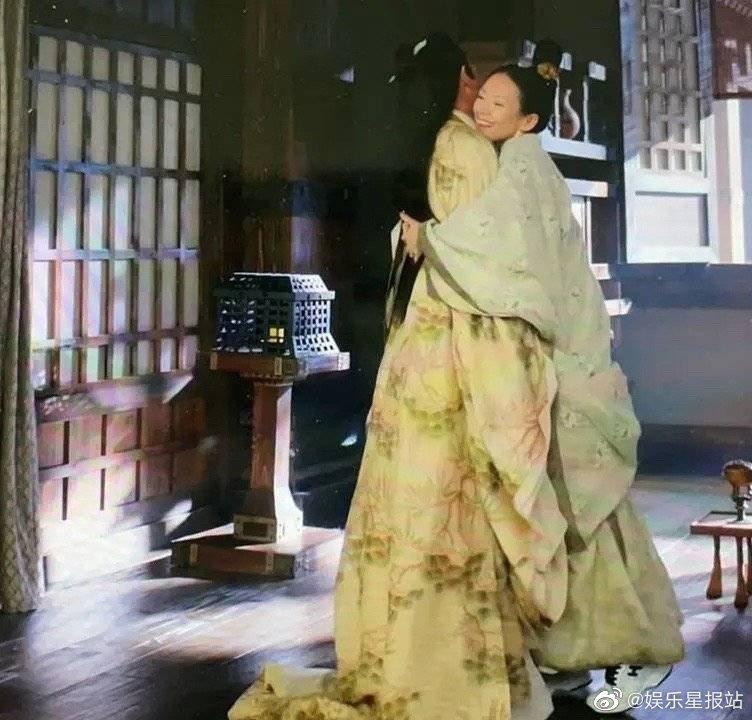 章子怡在「上陽賦」中出現穿幫鏡頭,腳上的運動鞋意外露出。 圖/擷自微博