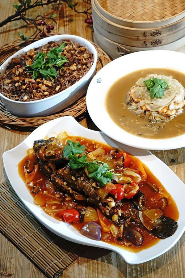 糖醋龍虎斑除了品嘗阿義師拿手的糖醋醬汁,首度使用「魚社長」的龍虎石斑魚更是頂級食...