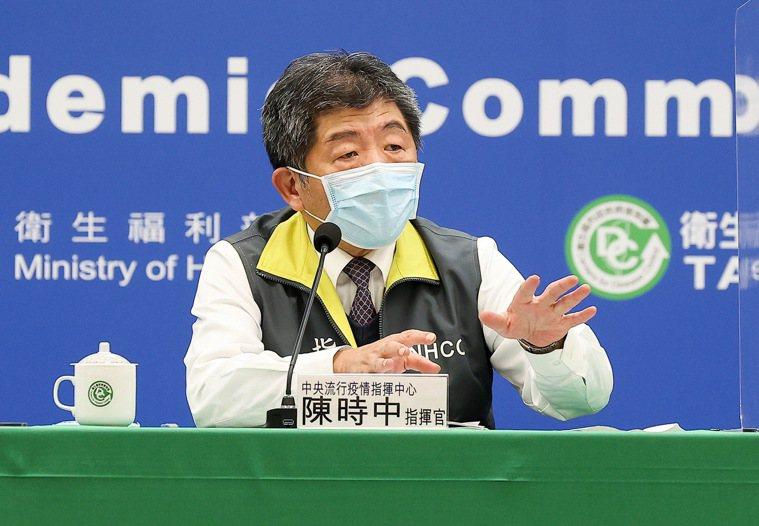 指揮中心指揮官陳時中表示,疫苗相關檢驗合格標準都在,技術性資料非常多,專家有要花...