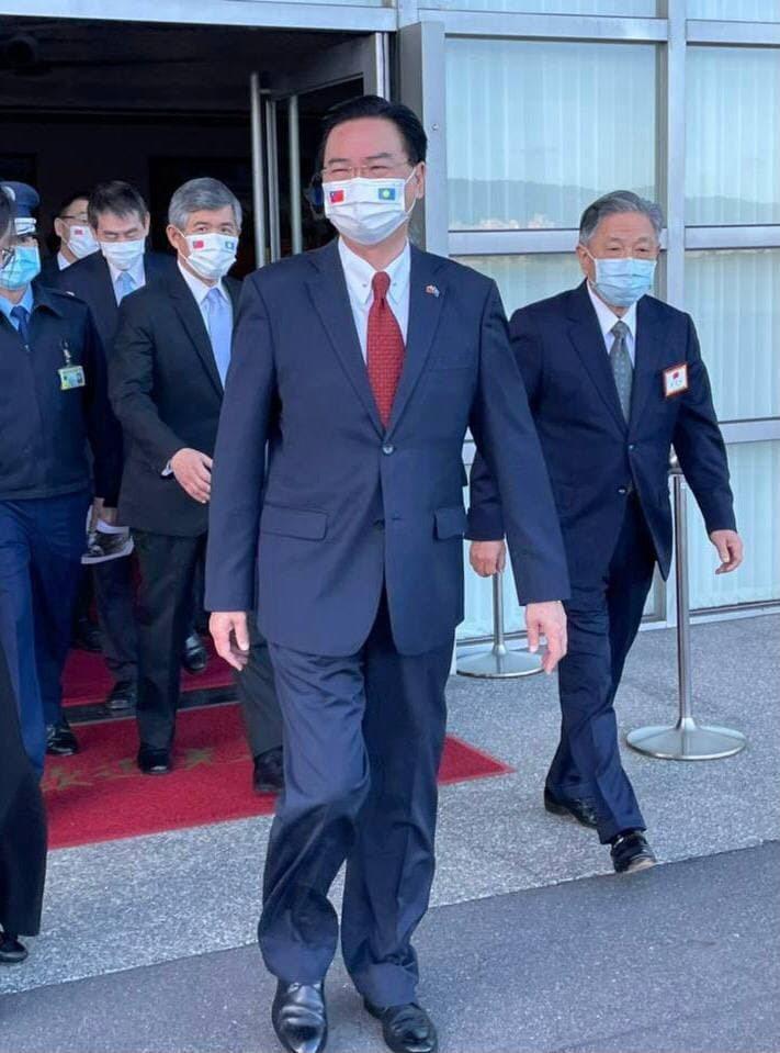 外交部長吳釗燮赴帛琉出席新任總統惠恕仁就職典禮。圖/外交部提供