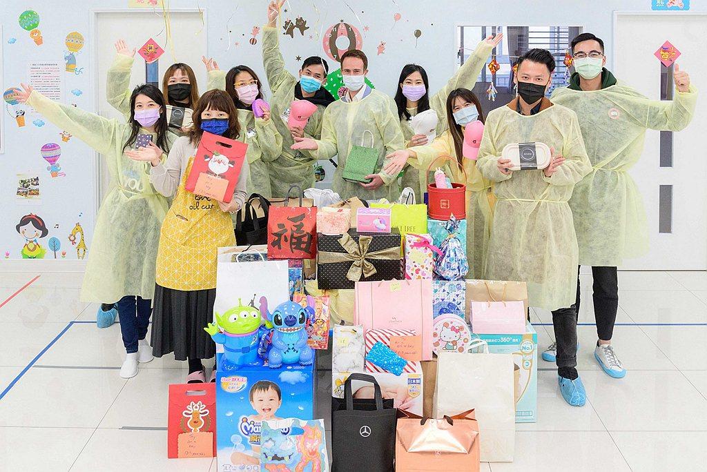 台灣賓士暨全體員工,與台北流行音樂中心攜手做愛心,募集多項嬰幼兒用品、玩具及文具...