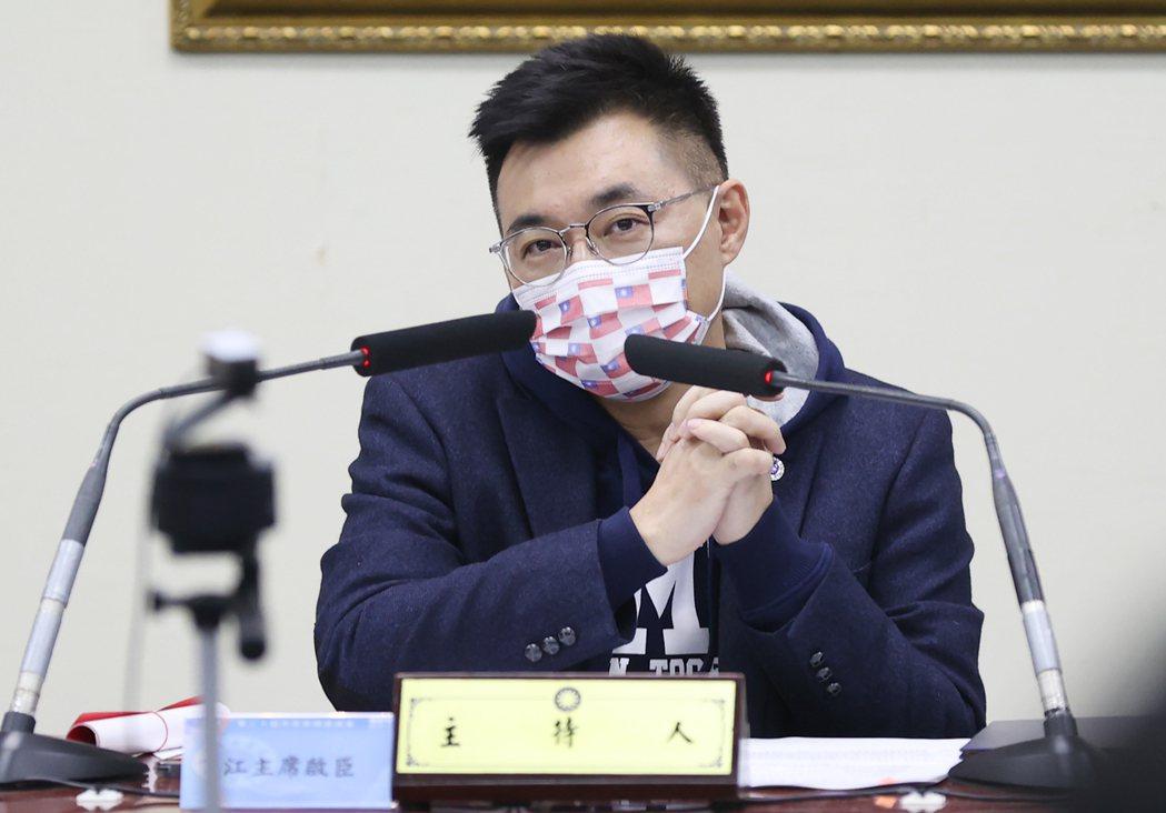 衛福部桃園醫院爆發群聚感染,國民黨主席江啟臣昨天在中常會上表示,不但要第一線醫護...
