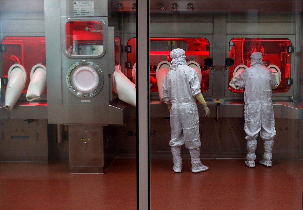 使用新型抗生素可以拯救部分病患,但同時可能會扼殺同型藥品救治其他病患的機會。因應...