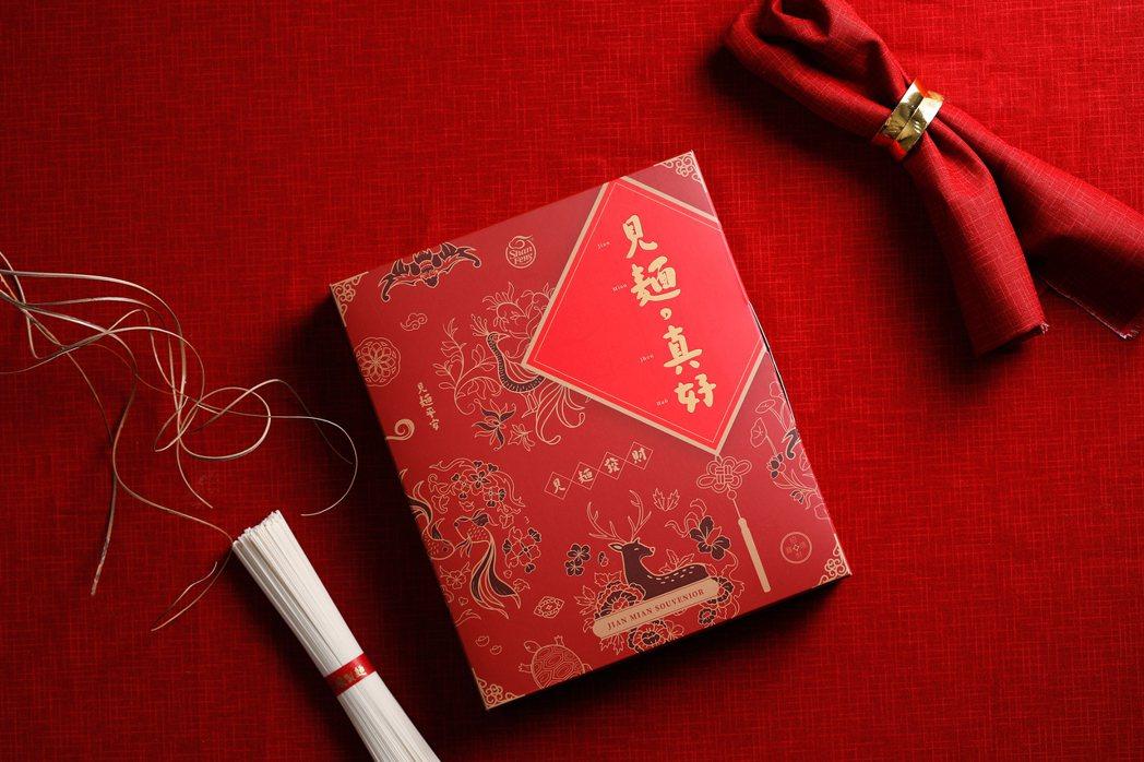 三風製麵推出多款春節禮盒,將祝福心意帶給親朋好友,牛轉乾坤迎新年。 三風製麵/提...