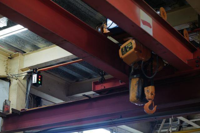 坤溢企業公司研發的安全尾燈,裝於天車電軌以辨別是否通電。 坤溢/提供