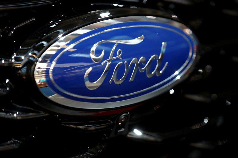 美國國家公路交通安全管理局今天表示,福特汽車公司(Ford Motor Co.)必須召回300萬輛駕駛側配備高田(Takata)氣囊的車輛,儘管這家全美第2大車廠請求不用召回。 路透社