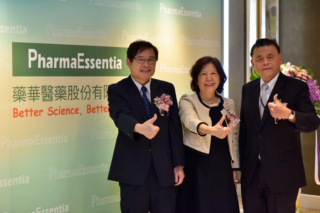 藥華醫藥總經理黃正谷(左起)、董事長詹青柳、執行長林國鐘。藥華藥/提供