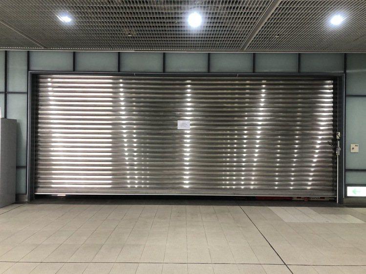 摩斯漢堡桃園捷運A7店持續停業。記者曾健祐/攝影