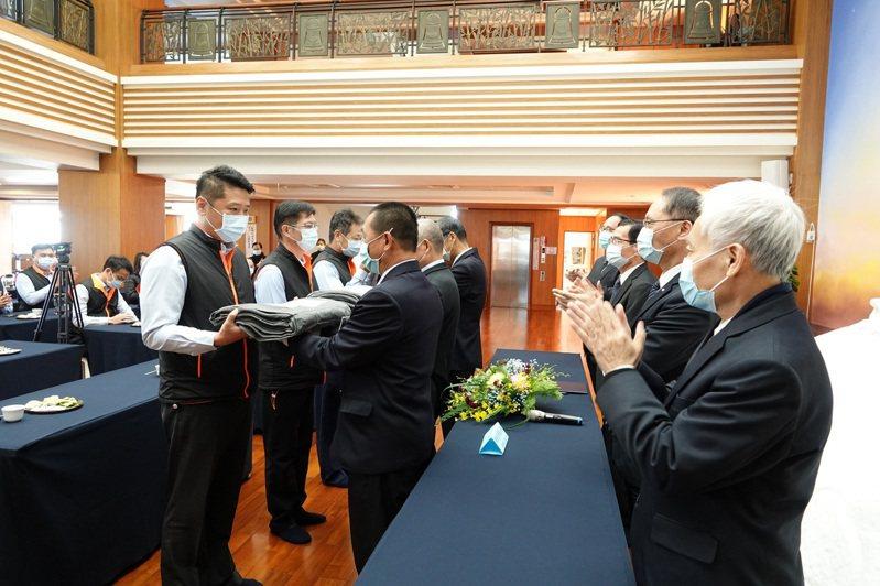 慈濟與海巡署中部分署昨簽署合作備忘錄。圖/慈濟基金會提供