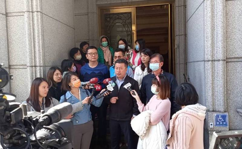 新北市議員張志豪日前召開記者會,要求欣欣天然氣公司賠償。圖/張志豪服務處提供