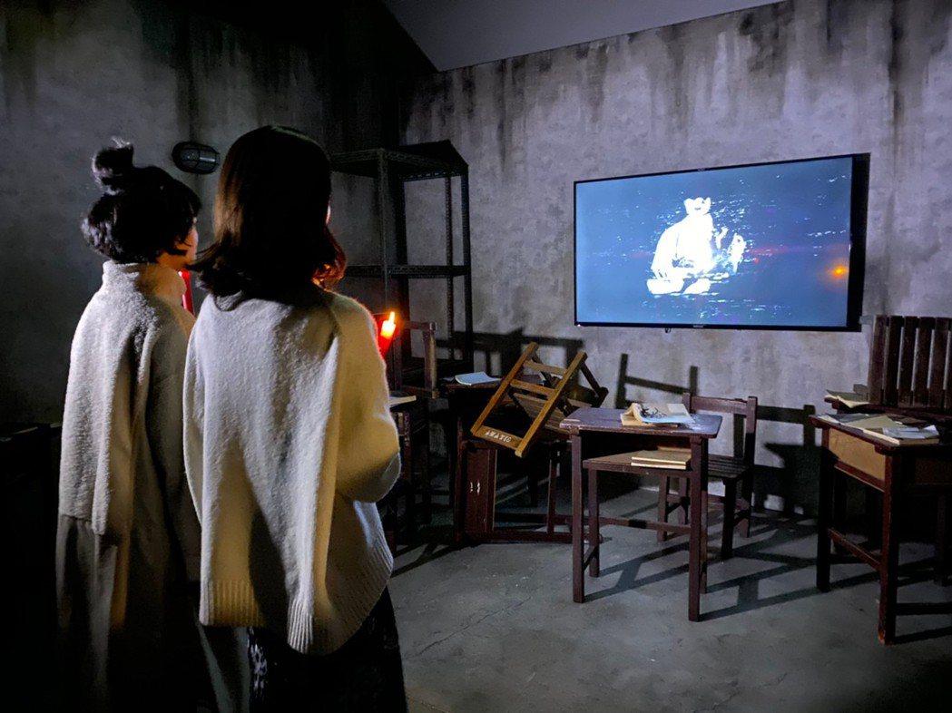 「返校」影集女主角李玲葦(左)與韓寧(右)受邀體驗「返校Detention 實境...