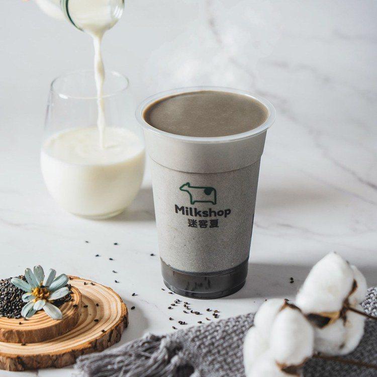 網友認為「鮮奶」與「鮮奶茶」大不同,含茶應第一時間清楚告知。圖/翻攝自迷客夏綠光...