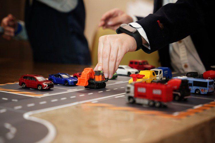 房間內可暢玩各式小汽車。圖/君品酒店提供