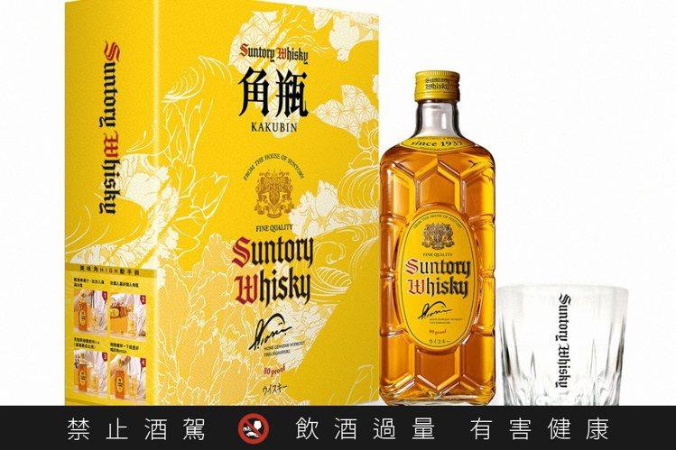 三得利角瓶威士忌禮盒,酒精濃度40%,容量700毫升,建議售價580元。圖/台灣...