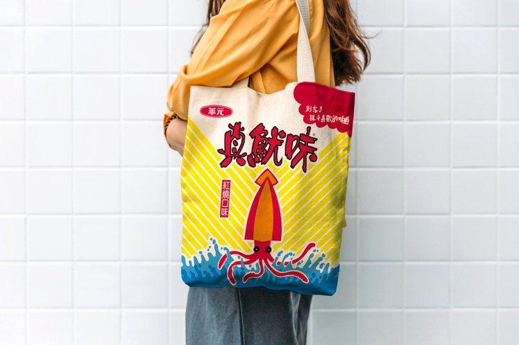巨無霸真魷味內附手提帆布袋,售價349元。圖/7-ELEVEN提供