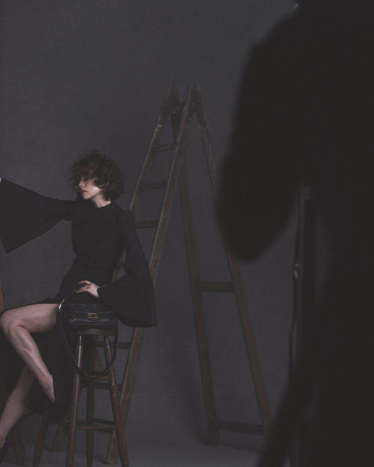 米倉涼子拍攝FENDI形象圖的幕後花絮。圖/FENDI提供