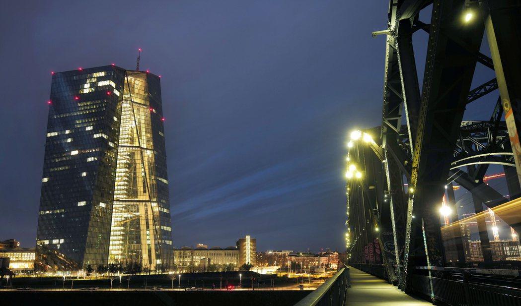 歐洲央行(ECB)官員對於一些歐洲銀行在強化市場風險控管方面毫無作為甚感懊惱,擔...