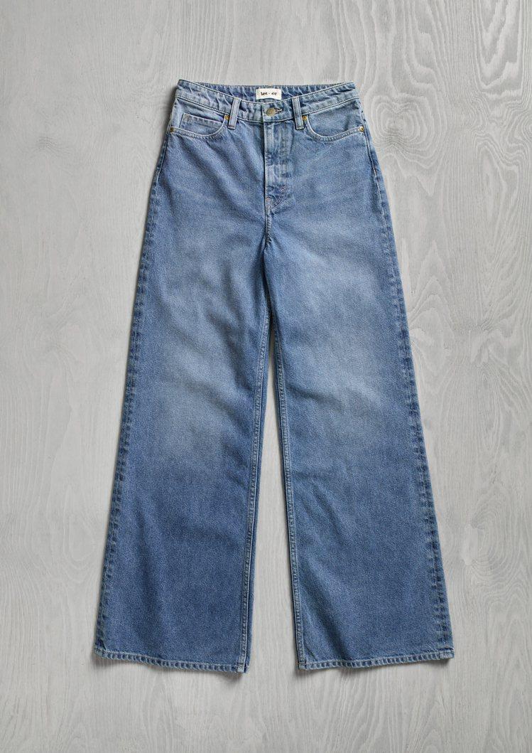 H&M x Lee聯名系列女裝寬版牛仔褲1,499元。圖/H&M提供