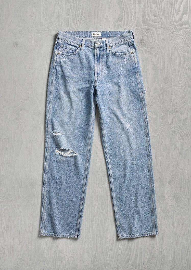 H&M x Lee聯名系列女裝寬版牛仔褲1,799元。圖/H&M提供