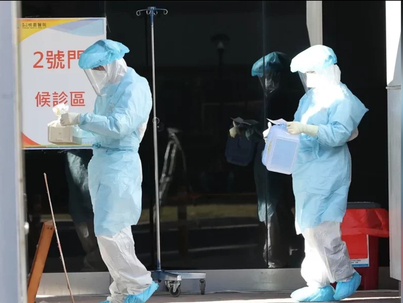 衛福部立桃園醫院發生群聚感染,今天持續進行清空計畫。記者潘俊宏/攝影