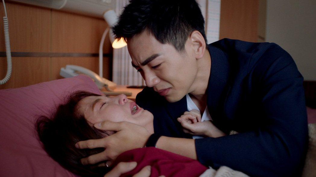 郭書瑤(左)演出流產戲撕心裂肺,禾浩辰跟著哭。圖/三立提供