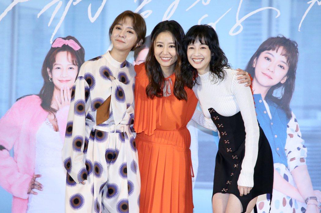 陳意涵(左起)、林心如、簡嫚書主演「她們創業的那些鳥事」。記者林俊良/攝影