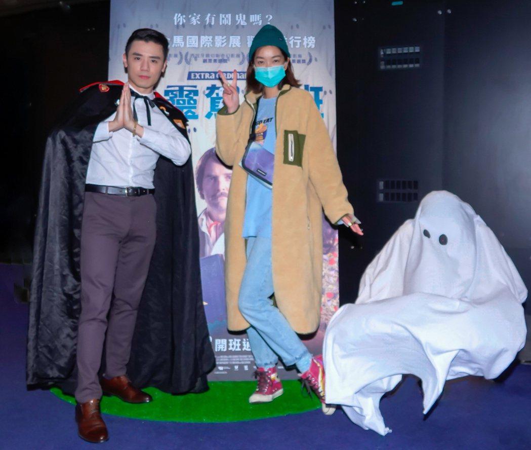 邱志宇(左)、大霈(右)出席「通靈駕訓班」首映場。圖/海鵬提供