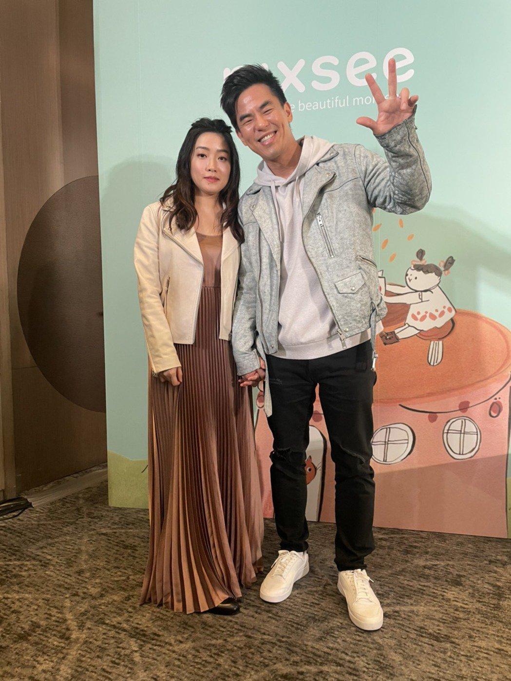 柯有倫(右)與老婆Donna首次合體出席活動,分享新手爸媽經。記者王郁惠/攝影