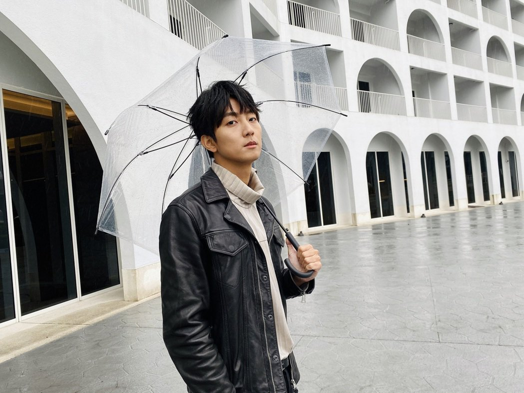 許書豪拍MV遇霸王級寒流,身為「汗王」的他卻熱到濕身。圖/玩轉音樂提供