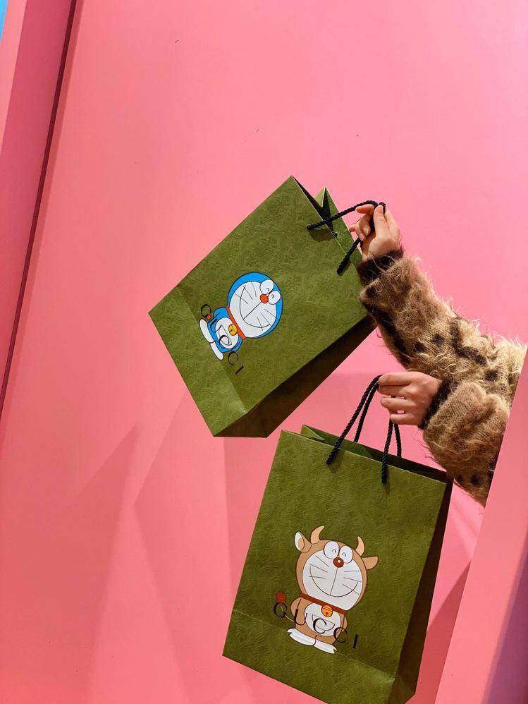 這次商品的印花分為藍色Doraemon、金牛造型Doraemon兩種樣式,所以在...