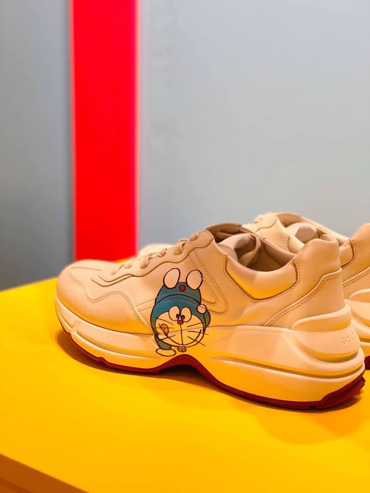 這次商品的印花分為藍色Doraemon、金牛造型Doraemon兩種樣式。記者吳...
