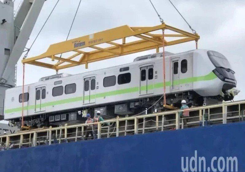 賴品妤:台鐵EMU900新列車最快清明上路,汐科多2車廂。圖/報系資料照