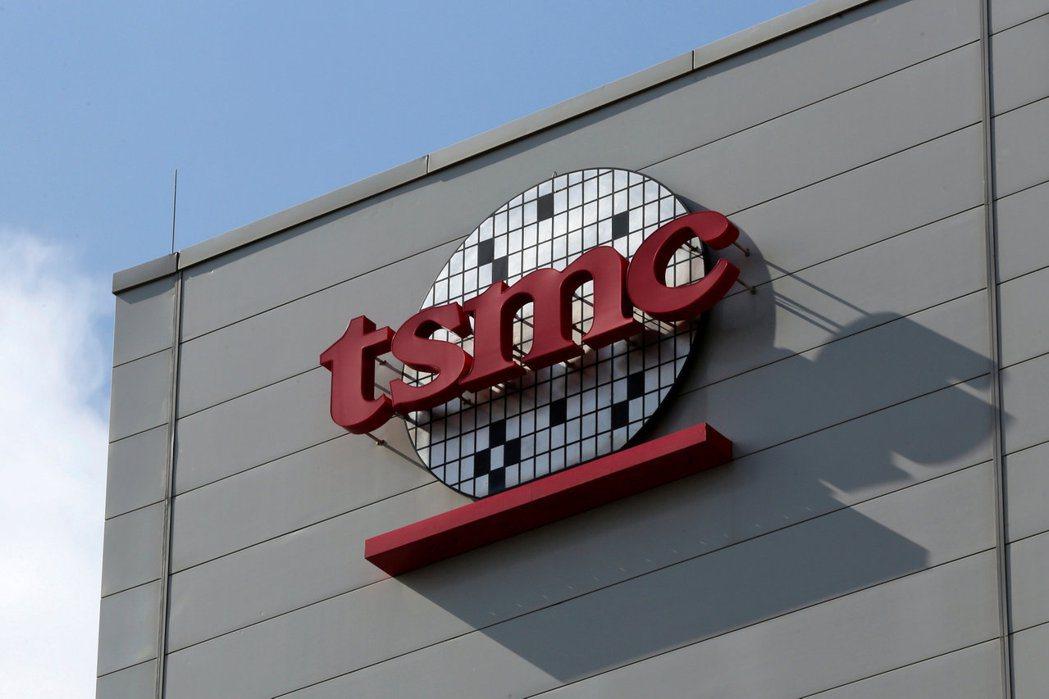 日經新聞報導,英特爾可能委託台積電代工旗艦級晶片。 路透