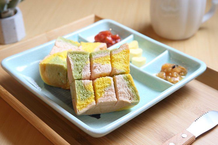 彩虹生吐司+果實果醬,每份128元。記者陳睿中/攝影